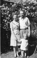 Dorothy and Phil Woodland with their daughter Susan about age 2
